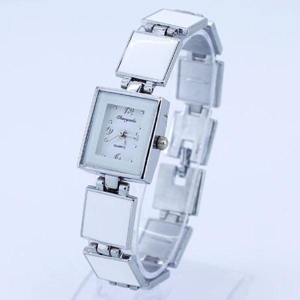 elegantní dámské hodinky v retro stylu