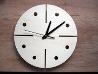 """Nástěnné dřevěné hodiny""""modern"""" v několika barevných variantách"""